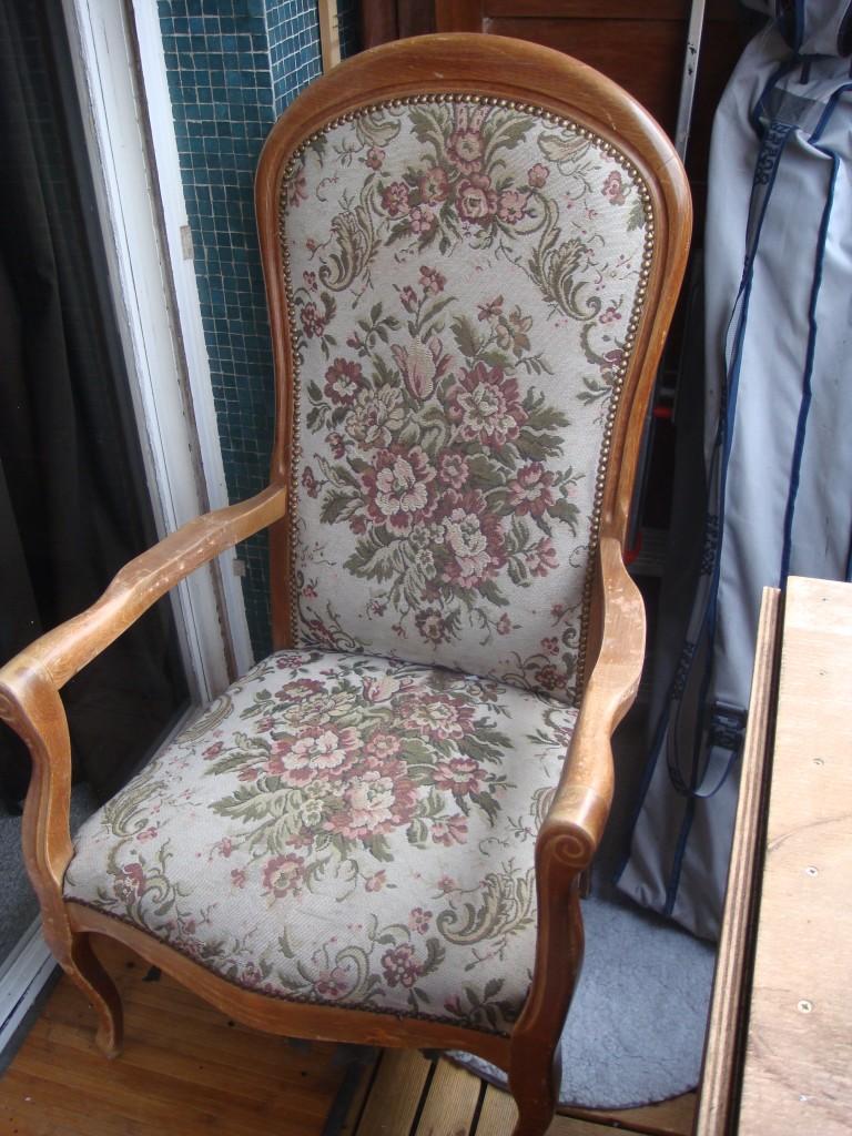 r fection d un vieux fauteuil voltaire. Black Bedroom Furniture Sets. Home Design Ideas