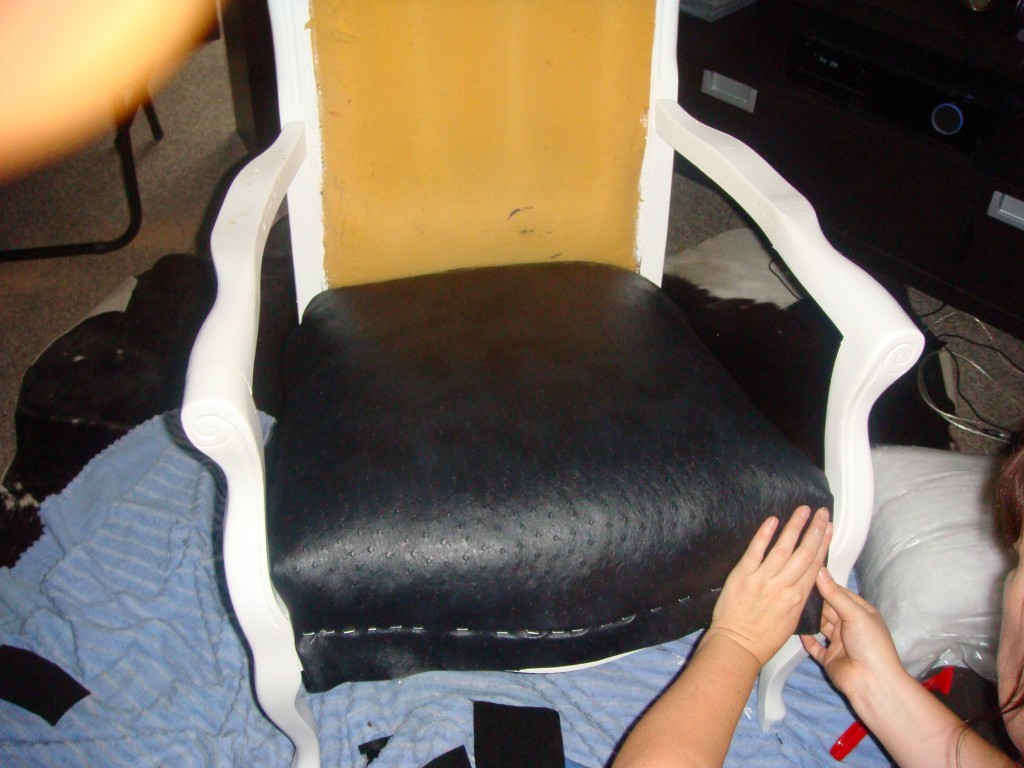 fauteuil en cours de restauration 300x225 dans creations. Black Bedroom Furniture Sets. Home Design Ideas