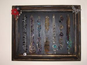 Pour ranger vos bijoux dans CREATIONS tableau-a-bijoux--300x225